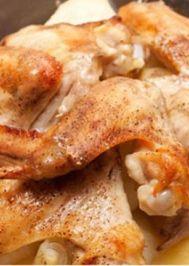 Fırında patatesli tavuk kanatları